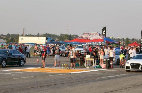 Дымят покрышки, ревут моторы: Сальск впервые принял соревнования по дрэг-рейсингу