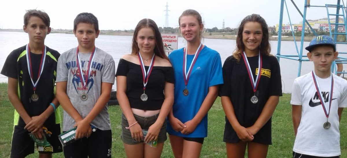 Сальские гребцы показали себя на соревнованиях по триатлону в Волгодонске