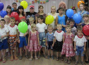 Для летних именинников в сальском социально-реабилитационном центре устроили праздник