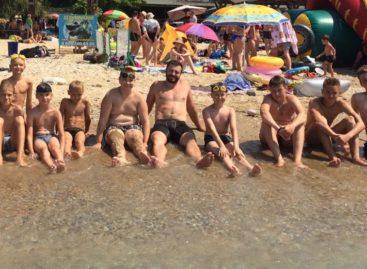 Юные сальские баскетболисты тренируются и отдыхают на Черном море
