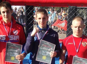Сальчане успешно выступили на турнире по ММА
