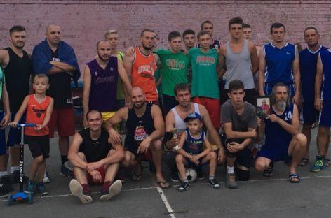 Сальские баскетболисты провели турнир памяти спортсмена Евгения Малушко