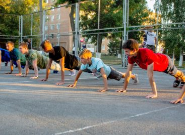 Сальский «Русич» устроил спортивный праздник в парке