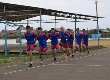 Молодые казаки Сальска готовятся к слёту ГТО