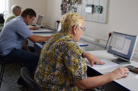 Сальчане старшего поколения показали, как они владеют Интернетом