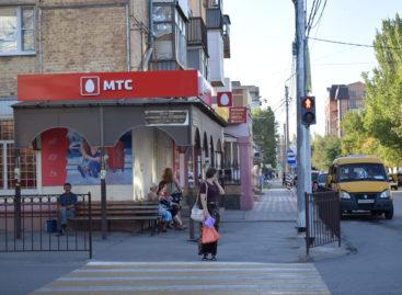 Сальчанам напоминают, что на перекрёстке улиц Пушкина и Ворошилова заработал светофор