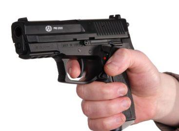 В Кручёной Балке женщину держали на мушке пистолета