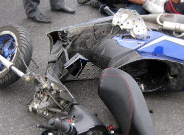 На дорожной развязке в Сальске водитель иномарки сбил пожилого скутериста