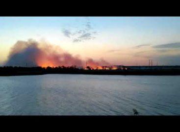 На окраине Сальска, в районе Заречья, снова разгорелся пожар