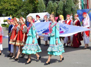 Большой праздник национальных культур украсил День города в Сальске