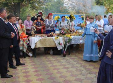 Главным праздничным блюдом угощались сальчане на фестивале шашлыка