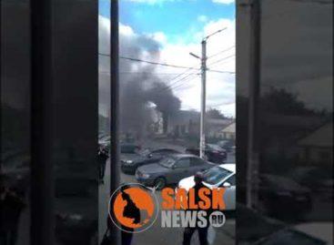 В Сальске, на улице Кирова, заполыхал дизельный генератор