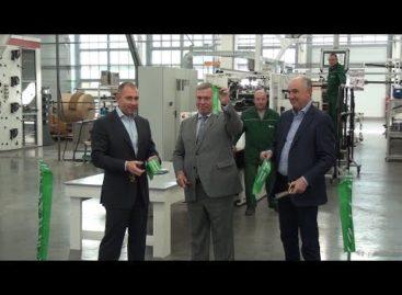Запустили производство, заложили ферму: губернатор Василий Голубев посетил Сальский район (видео)