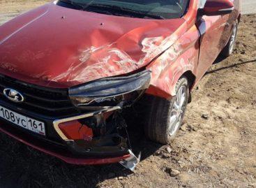 В Сальском районе при столкновении двух автомобилей пострадала 21-летняя девушка