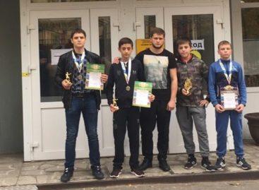 Сальские боксеры сразились на турнире «Боевые перчатки» в Ростове