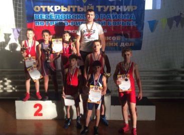 Наших борцов и тут, и там передают: гигантовцы отличились в Волгограде и Ростовской области