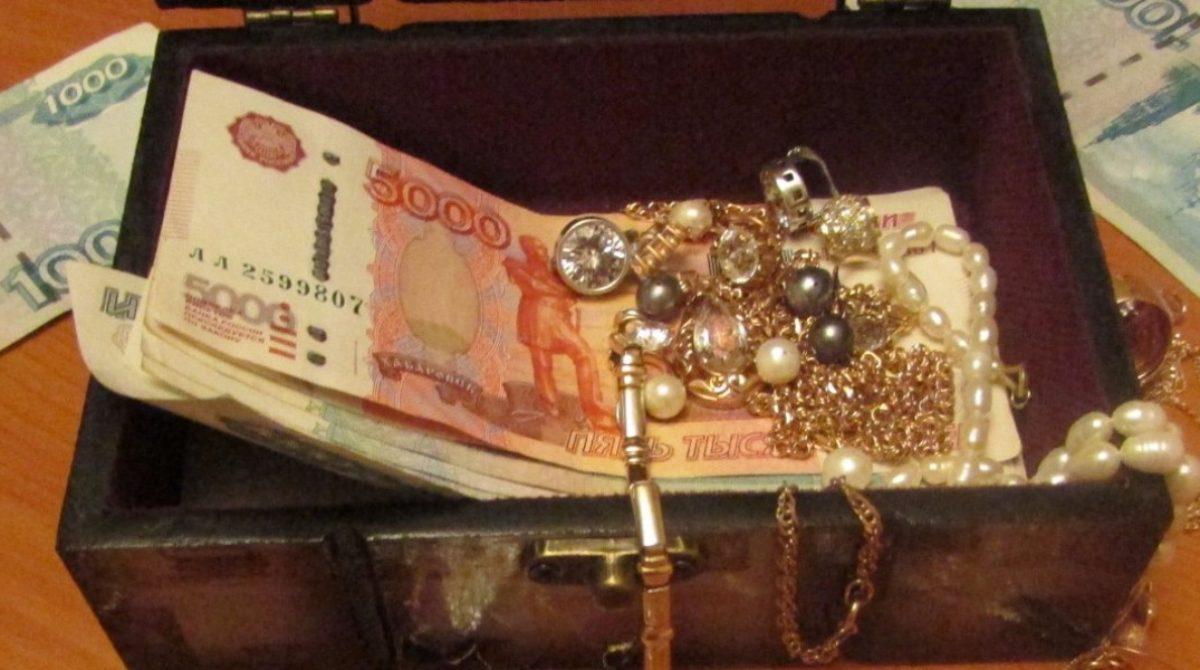 Уходя из гостеприимного дома, сальчанка прихватила золото и деньги