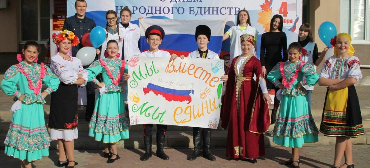 Флешмоб, концерт: как в Сальске отметили День народного единства