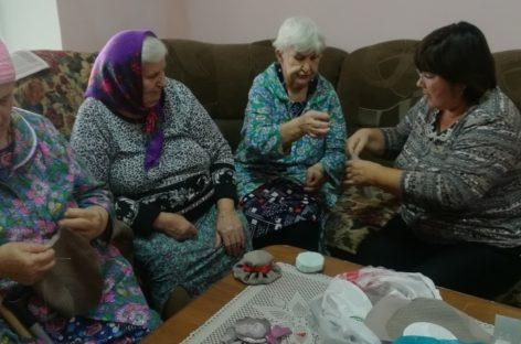 В Сальске провели мастер-класс для пожилых людей