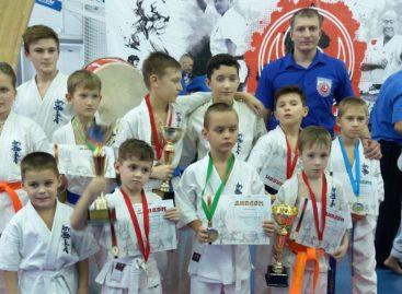 Сальские каратисты привезли 11  медалей из Новочеркасска