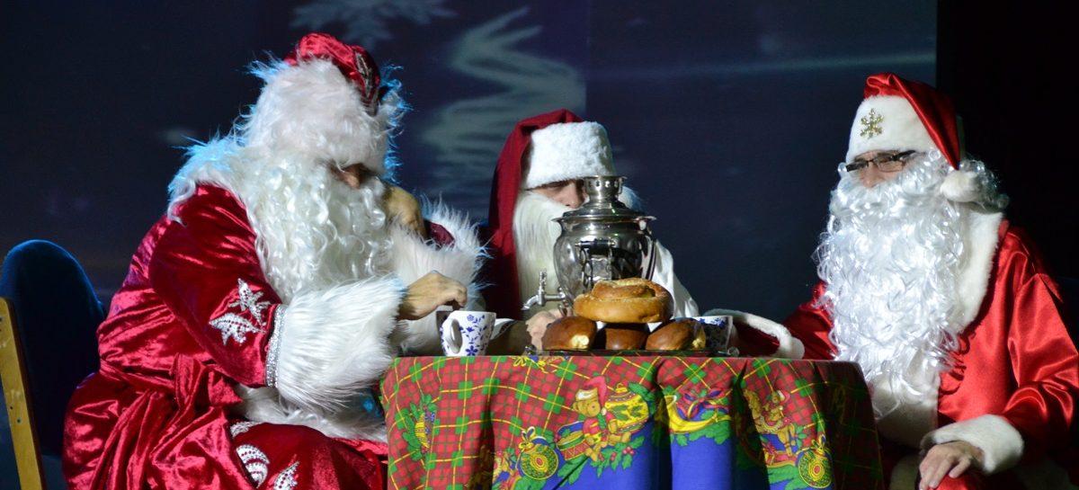Новогодний сезон в Сальске открыли благотворительным спектаклем