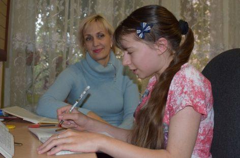 Создавать новые миры, не видя мира. Сальская школьница-инвалид пишет сказки и повести