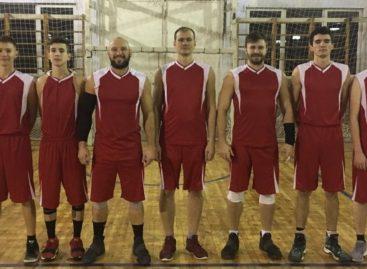 Сальские баскетболисты удерживаются на вершине рейтинга кагальницкого чемпионата