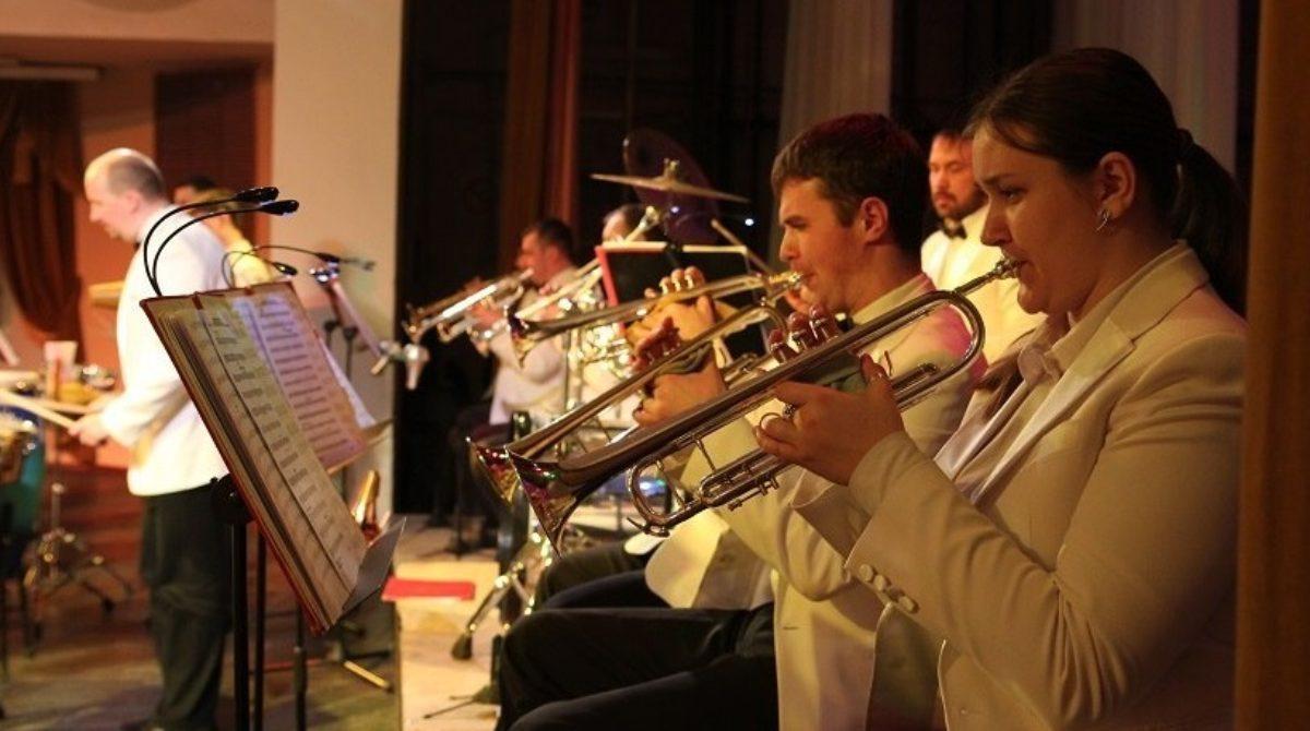 Оркестр духовых инструментов им. В.Н. Еждика приглашает сальчан на свой концерт