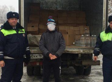 Машину с двумя тысячами литров спирта остановили в Сальске сотрудники ДПС