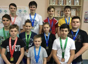 Четыре сальских тяжелоатлета добыли путевки на первенство России