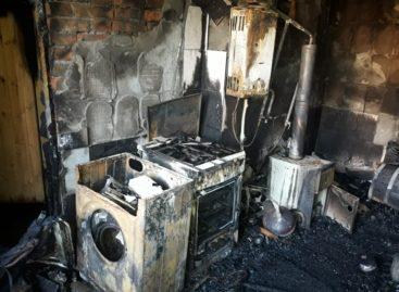 Из-за короткого замыкания в Сальске чуть не сгорел дом