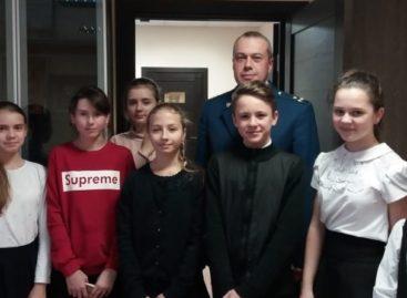 Транспортный прокурор встретился с юными художниками Сальска