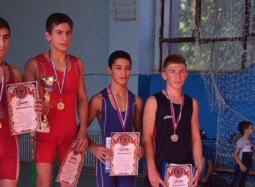 «Бронза» из Константиновска: борцы из Сальского района выступили на областных соревнованиях