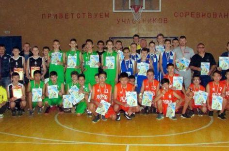 Сальские баскетболисты победили в Яшалте