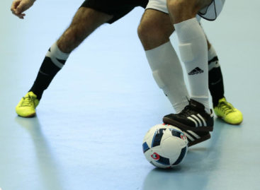 Мини-футбол: высшая лига сыграла три тура