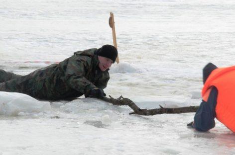 Выходя на лёд, будьте осторожны! — предупреждают сотрудники государственной инспекции по маломерным судам