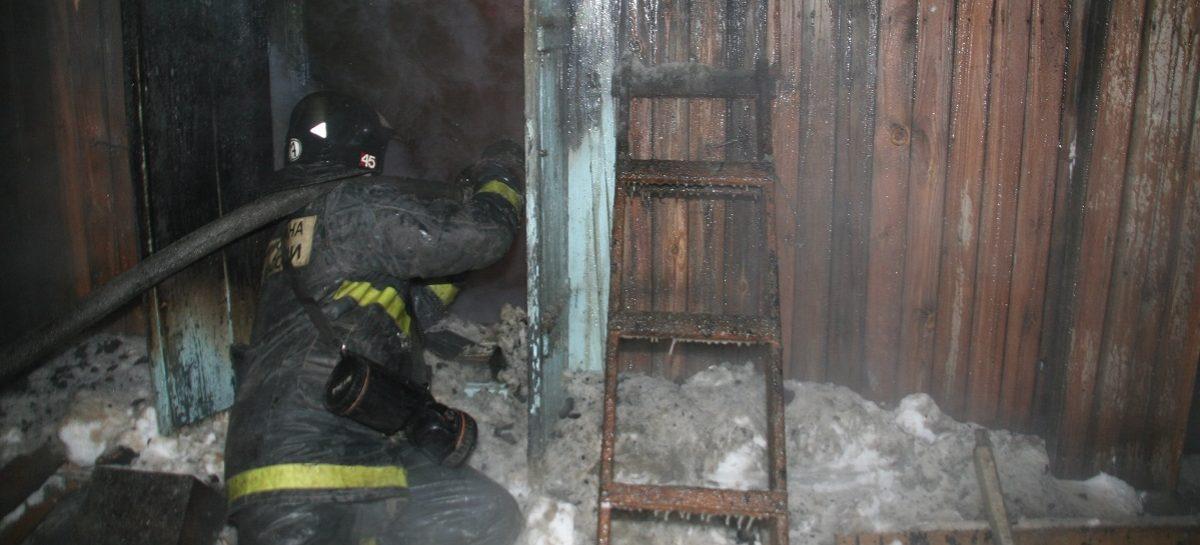 Первый пожар в новом году в Сальске запылал по причине неосторожного обращения с огнём при курении