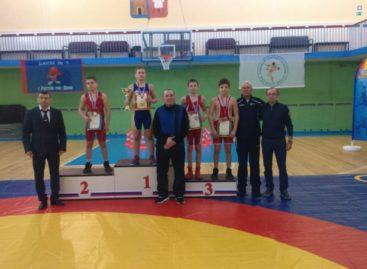 Три медали из Ростова привезли гигантовские борцы