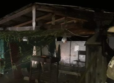 В Манычстрое сгорел строительный вагончик