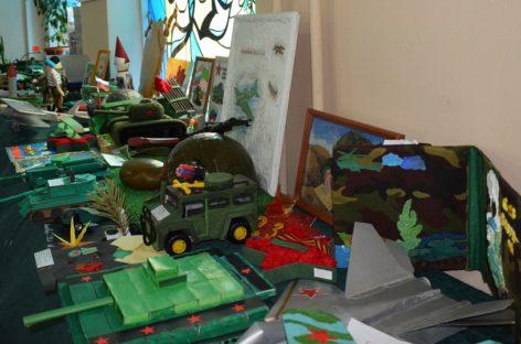 Конкурс «военной» игрушки открылся в Доме пионеров и школьников