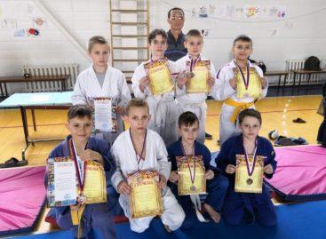 Сальские дзюдоисты завоевали семь медалей в станице Багаевской