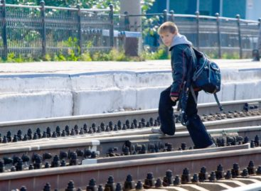 Сальчан просят сообщать о безнадзорных детях, появляющихся на территории железной дороги