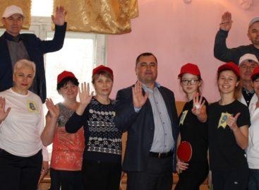 Праздник спорта в Новом Егорлыке: селяне дружно сыграли в настольный теннис
