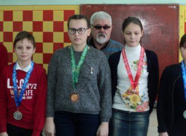Юные сальчане выясняли, кто сильнейший в шахматах