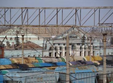 Железнодорожный вокзал еще на месте. Не помешает ли задержка вовремя сдать новое здание?