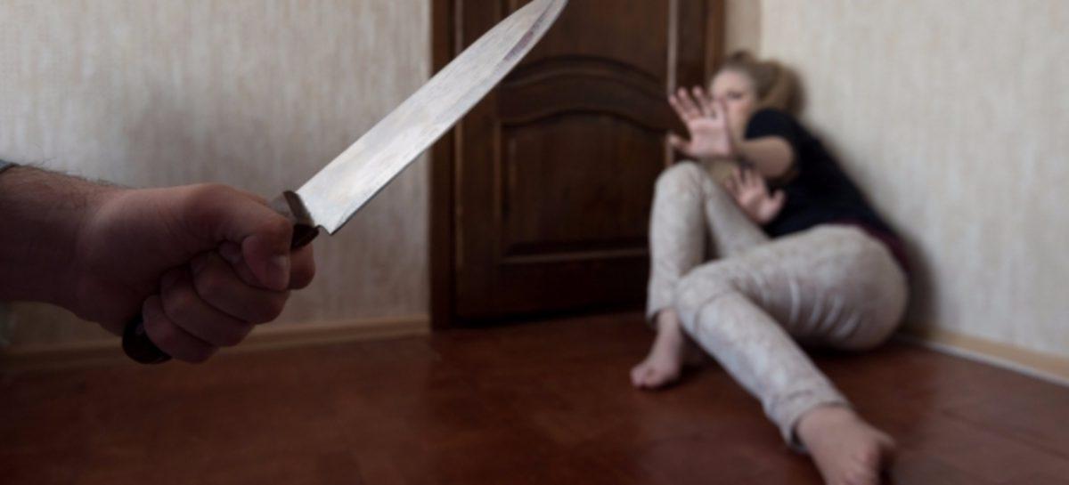 Сожитель в пылу ссоры нанёс женщине ножевое ранение