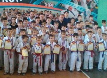 С чего начинают чемпионы: в ДЮСШ прошло первенство спортивного клуба «Боец»