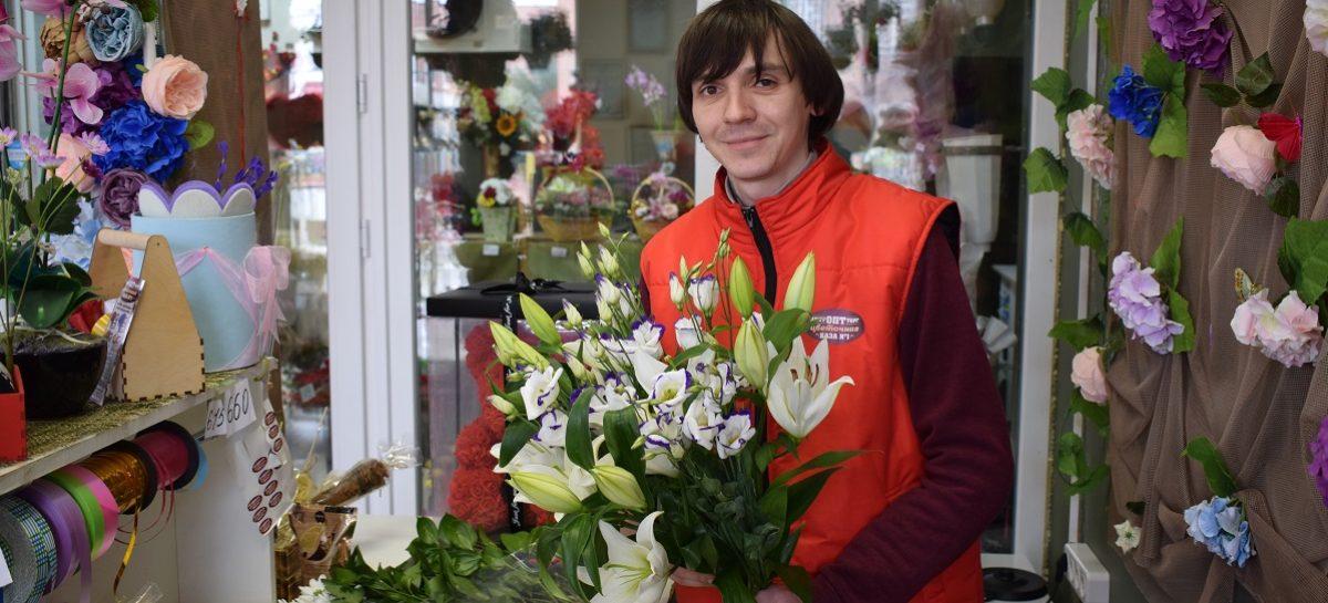 Флорист Владимир Степанов рассказал о моде на цветы и привычках сальчан