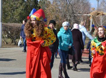 Сальчане проводили Масленицу–блинницу с играми, забавами и танцами