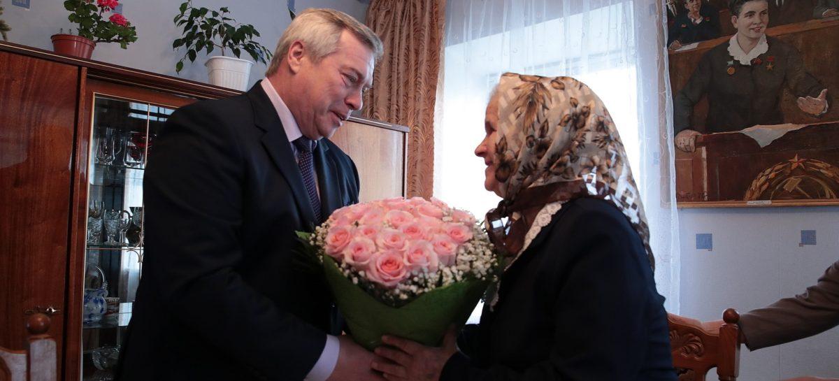 Губернатор Василий Голубев поздравил Нину Переверзеву с 90-летием